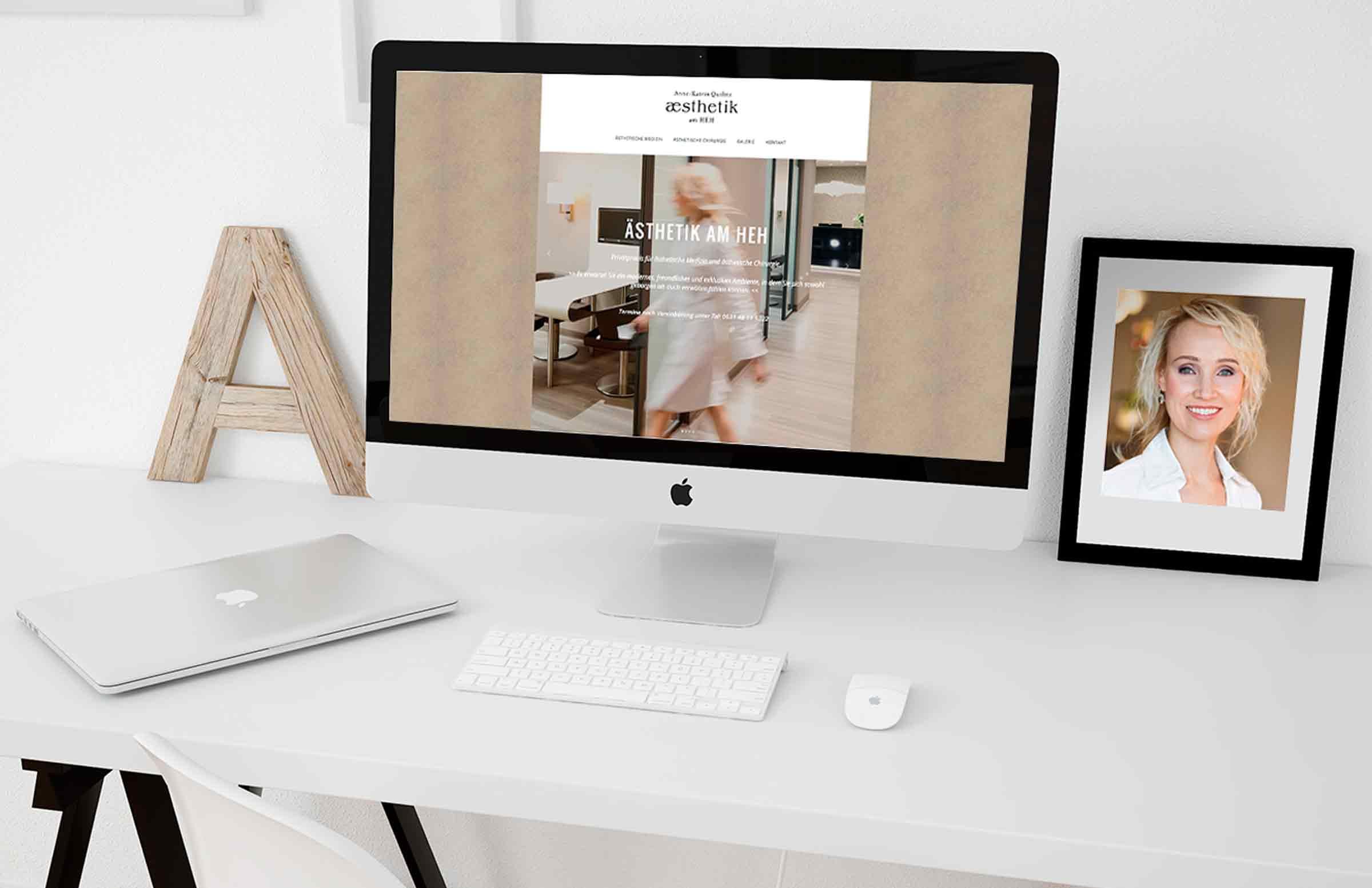 Der Webdesign der neune Webseite und Bilder des Praxisshotings